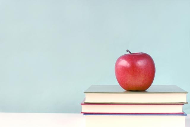 大学受験の参考書|正しく選べば、オーバーワークや一気に買うことによる失敗を避けられる